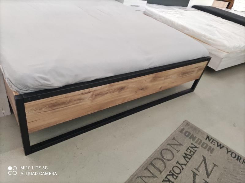 Futonbett DETROIT mit Polster Liegefläche 180x200  Plankeneiche NB- Abs. Raw Steel Metall (Ausstellung BEV)